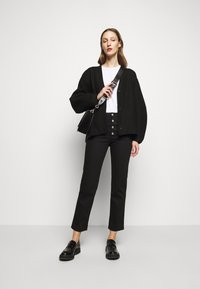 House of Dagmar - DEVINE - Straight leg jeans - stay black - 1