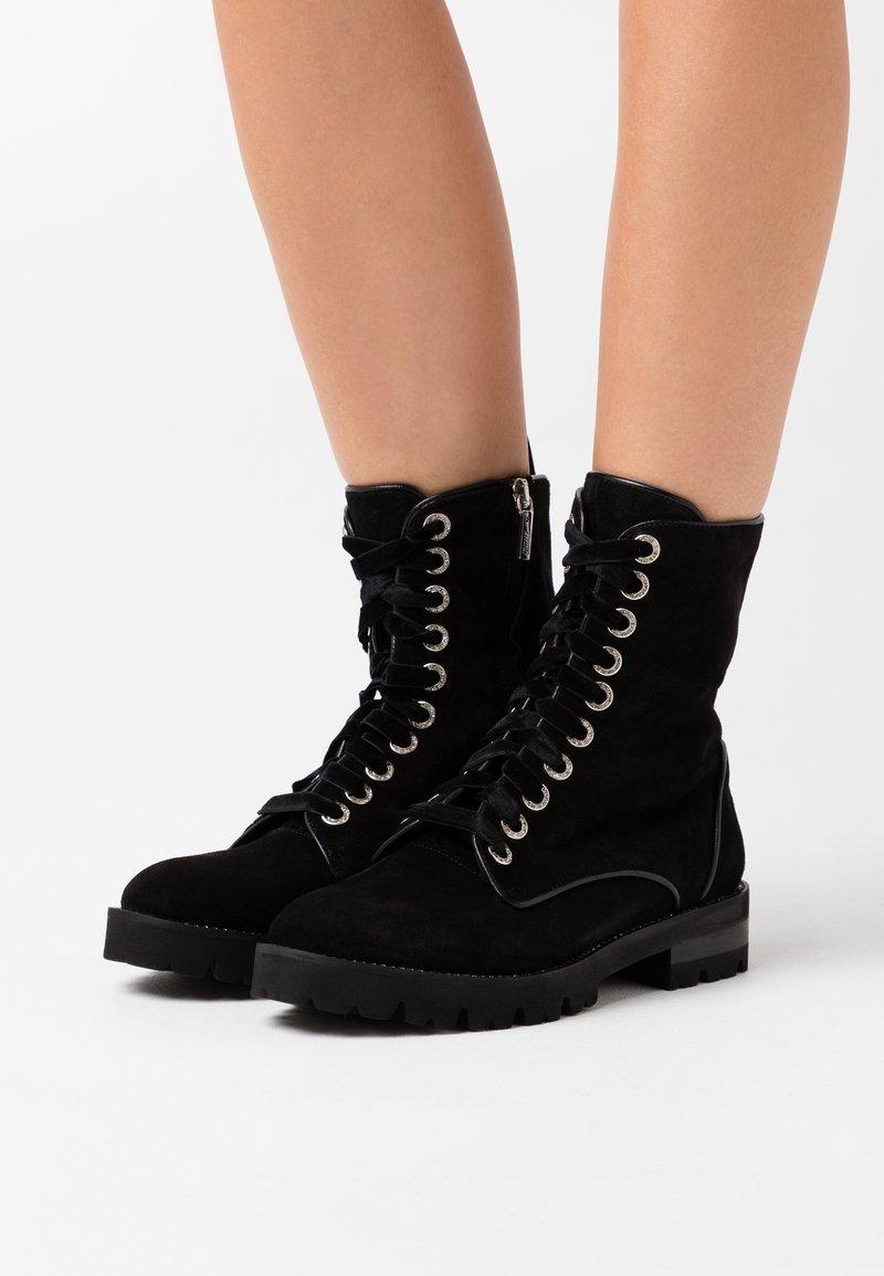 Oxitaly - RENEE - Kotníkové boty na platformě - nero