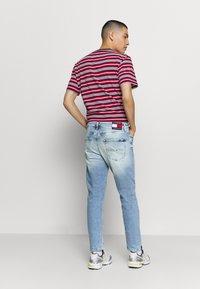 Tommy Jeans - DAD STRAIGHT - Straight leg jeans - barton light blue comfort - 2