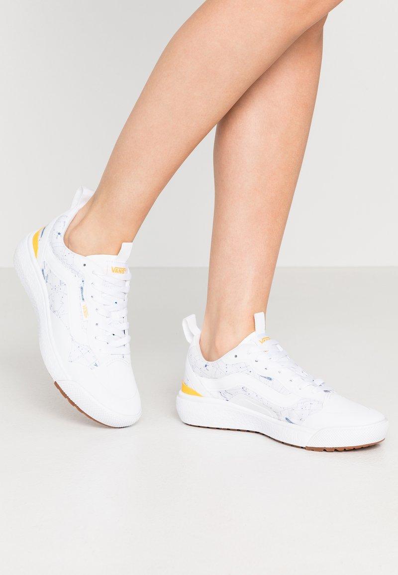 Vans - ULTRARANGE  - Trainers - white/yellow