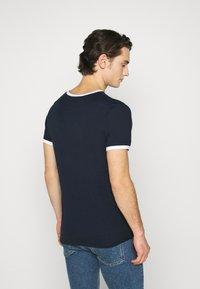 Jack & Jones - JCORING TEE CREW NECK - Print T-shirt - navy blazer - 2