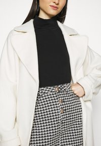 Missguided - HOUNDSTOOTH SKIRT - Miniskjørt - black - 3