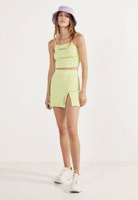 Bershka - KURZER BLEISTIFTROCK 00585019 - A-line skirt - neon yellow - 1