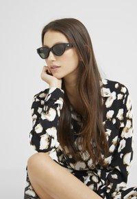 Le Specs - EUREKA - Sluneční brýle - black - 1