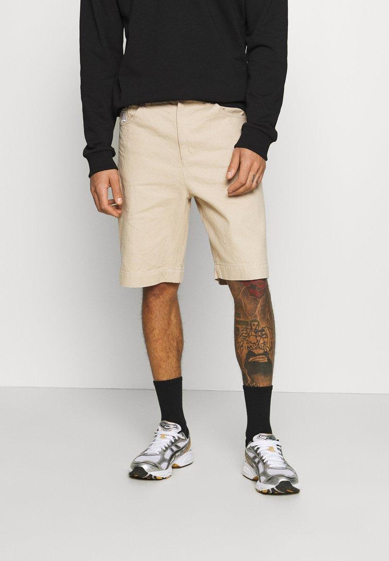 Karl Kani - Denim shorts - sand
