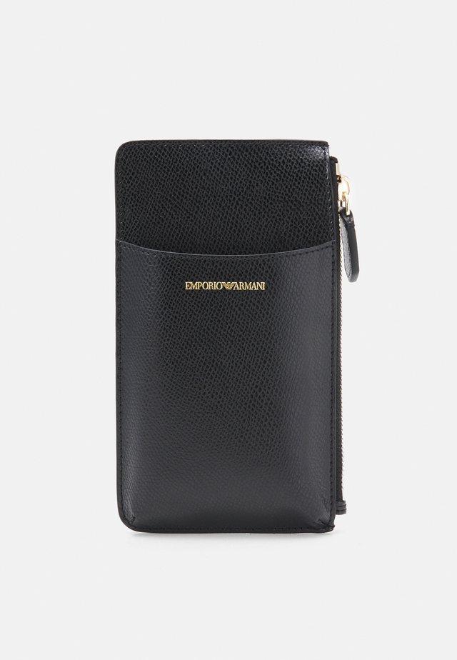 PORTA CELLULARE - Wallet - black/tobacco