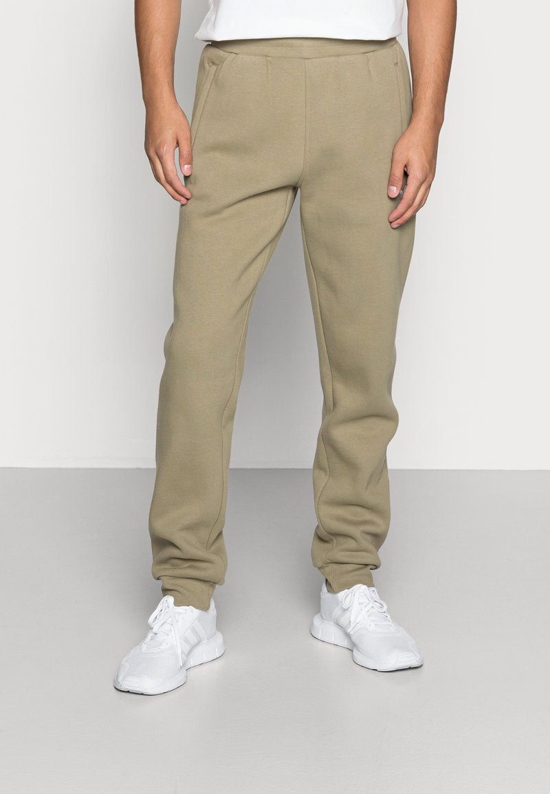 adidas Originals - ESSENTIALS PANT - Pantaloni sportivi - orbit green