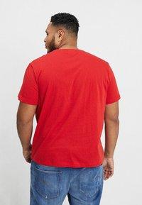 Lacoste - T-shirt basic - clusi chine - 2