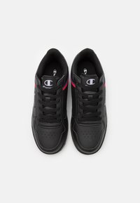 Champion - LOW CUT SHOE NEW COURT - Obuwie treningowe - new black - 3