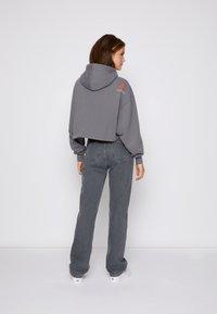 Calvin Klein Jeans - CROPPED HOODIE - Hoodie - shining armor - 2