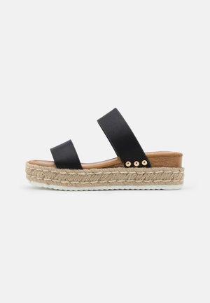 SAVANNAH - Pantofle na podpatku - black