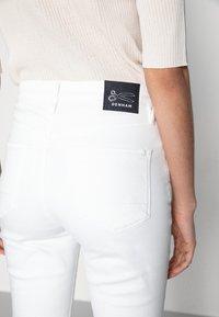 Denham - JANE BLWHITE - Široké džíny - white - 3