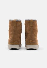 Sorel - EXPLORER JOAN - Lace-up ankle boots - cognac - 3