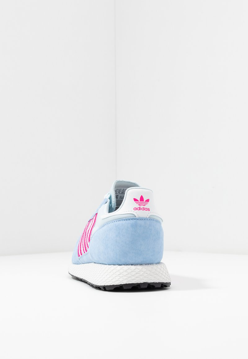 Autocomplacencia sirena excepto por  adidas Originals FOREST GROVE - Trainers - periwi/crystal white/shock pink  - Zalando.co.uk