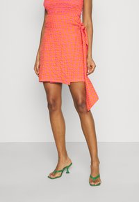 Never Fully Dressed - GINGHAM MINI JASPRE - Zavinovací sukně - orange - 0