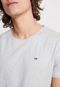 Tommy Jeans - ESSENTIAL JASPE TEE - Basic T-shirt - grey - 4
