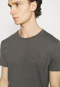 Burton Menswear London - TEE 3 PACK - T-shirt - bas - multi - 6