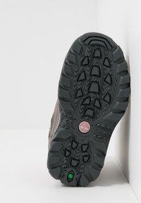 Timberland - CHILLBERG 2-STRAP GTX - Winter boots - medium grey - 5