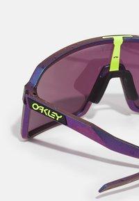 Oakley - SUTRO UNISEX - Gafas de deporte - green/purple shift - 2