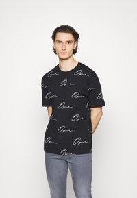Jack & Jones - JORSCRIPTT TEE CREW NECK - Print T-shirt - black/box - 0