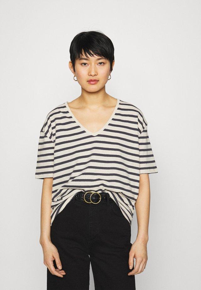 KYA  - T-shirt print - navy/oat