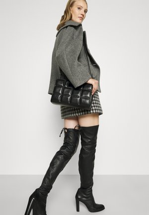 THE QUILTED BAG SMALL - Handbag - black