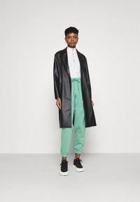 Weekday - TIN - Tracksuit bottoms - green - 1