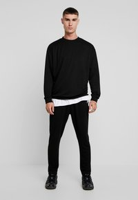 Urban Classics - TERRY TAPERED - Tracksuit bottoms - black - 1