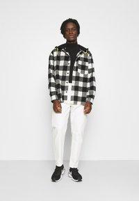 Mennace - SKATER HOODED OVERSIZED SHIRT - Shirt - black - 1