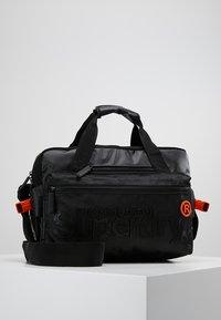 Superdry - FREELOADER LAPTOP BAG - Taška na laptop - black - 0