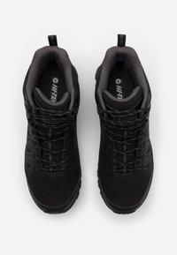 Hi-Tec - RAVEN MID WP - Chaussures de marche - black/charcoal - 3
