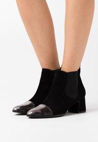 Alberto Zago - Ankle boot - argento/nero - 0