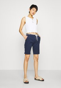 ONLY - ONLPARIS LONG BELT - Shorts - navy blazer - 1