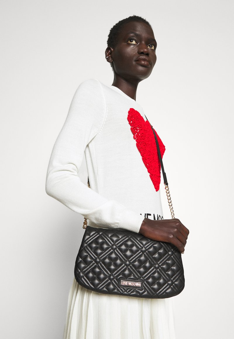 Love Moschino - QUILTED CHAIN LOGO FLAP - Across body bag - nero