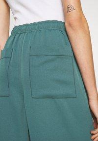 Proenza Schouler White Label - RUMPLED WIDE LEG PANTS - Stoffhose - petrol - 4