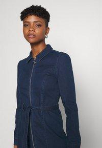 ONLY - ONLFLEUR LIFE PUFF DRESS - Denimové šaty - dark blue denim - 3