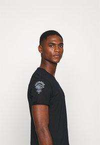 Schott - Print T-shirt - black - 4