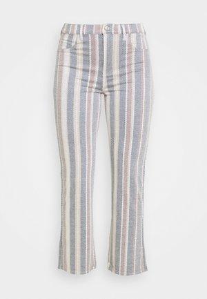 KICK CROP - Pantalones - gray