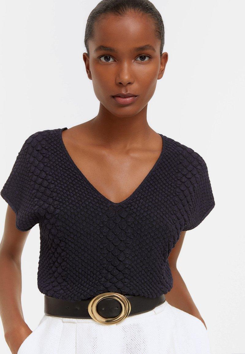 Uterqüe - MIT RELIEFMUSTER  - Basic T-shirt - dark blue