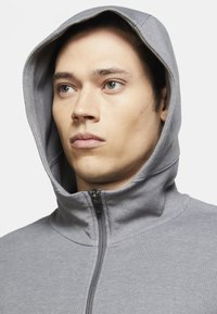 Nike Performance - Zip-up hoodie - iron grey/htr/(black) - 3