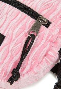 Eastpak - ADA - Across body bag - velvet pink - 5
