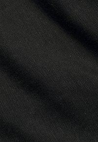 ONLY Carmakoma - CARVIVOSA LIFE BELT - Shorts - black - 2