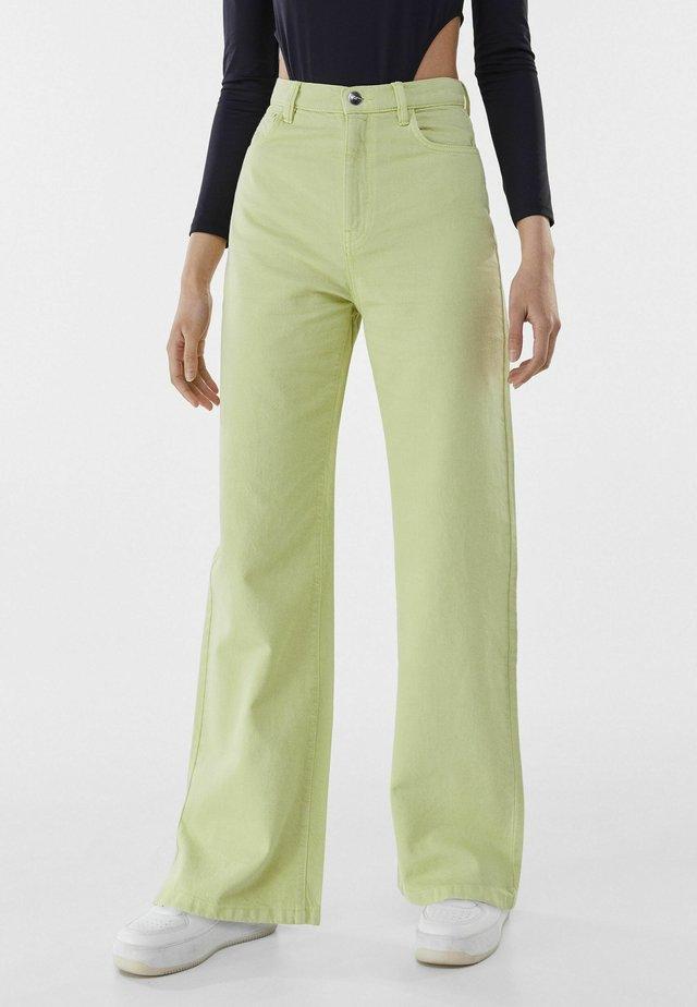 Fließende - Jeans a zampa - green