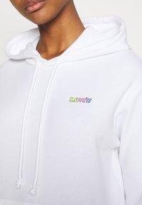 Levi's® - GRAPHIC STANDARD HOODIE - Hoodie - rainbow/white - 5