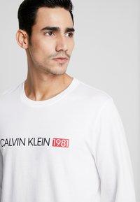 Calvin Klein Underwear - CREW NECK - Camiseta de pijama - white - 4