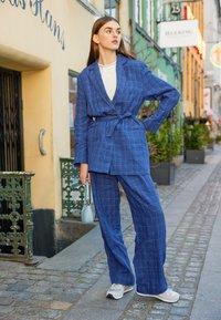 Wood Wood - SIRID TROUSERS - Trousers - blue - 2