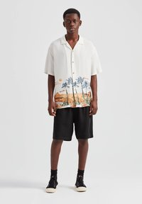 PULL&BEAR - Overhemd - off-white - 1