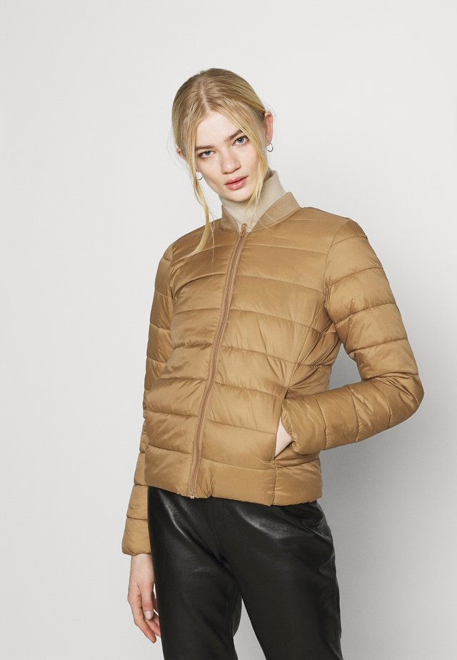 ONLSANDIE QUILTED JACKET - Jas - toasted coconut