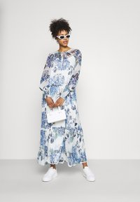 Vila - VIVIOLA O-NECK ANKLE  DRESS - Vestido de cóctel - cloud dancer/blue - 1