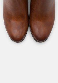 Tamaris Pure Relax - Ankle boots - cognac - 5